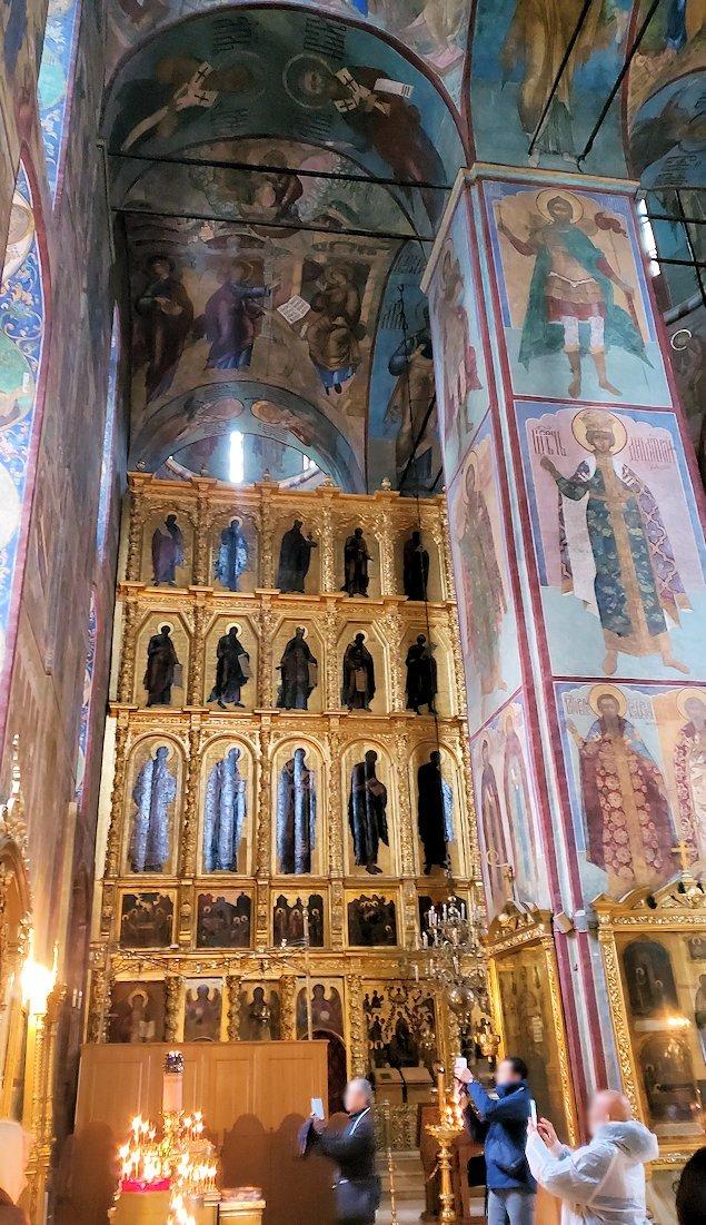 ウスペンスキー大聖堂内に飾られているイコンの数々-2