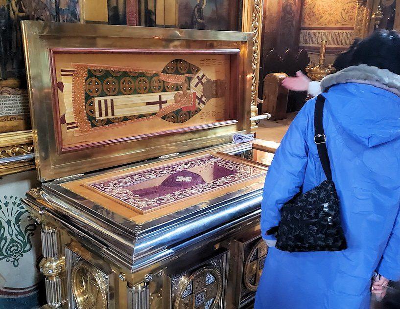 ウスペンスキー大聖堂内に飾られている聖人のお墓-2