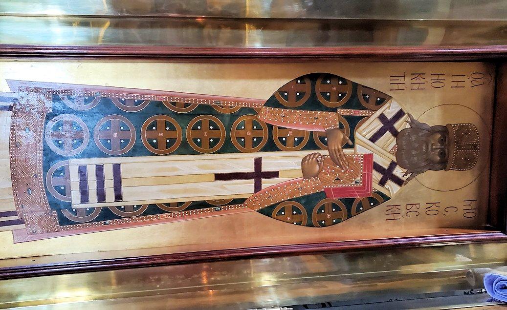ウスペンスキー大聖堂内に飾られている聖人のお墓