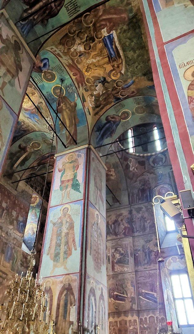 ウスペンスキー大聖堂内の景色