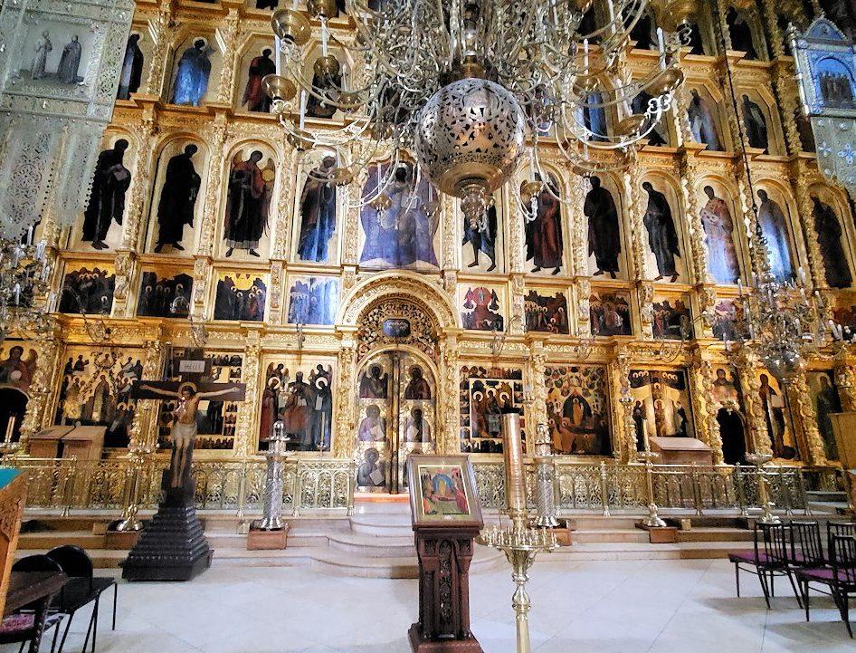 トロイツェ・セルギエフ大修道院で最も大きいウスペンスキー大聖堂内