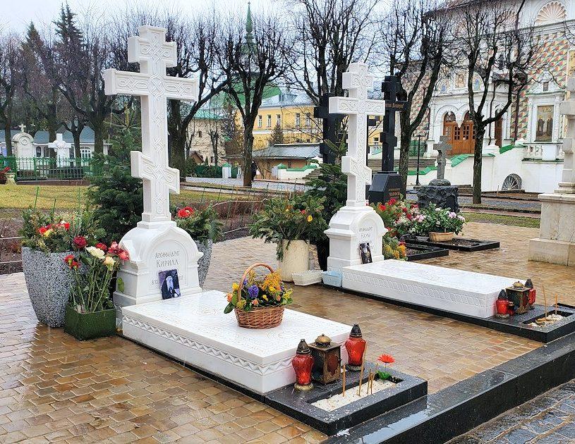 トロイツェ・セルギエフ大修道院にある墓地