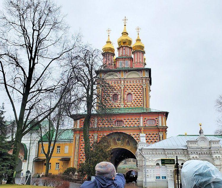 トロイツェ・セルギエフ大修道院にある入口の塔