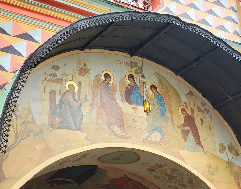 トロイツェ・セルギエフ大修道院にある入口の塔に描かれているイコン