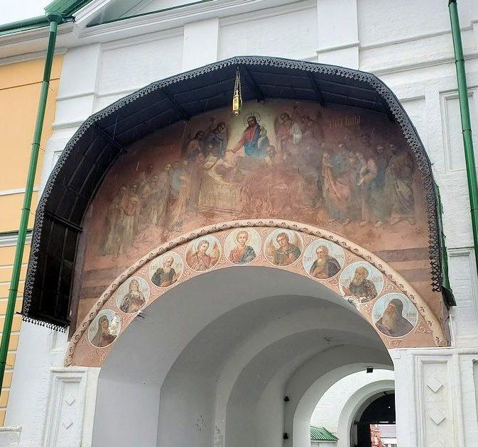 トロイツェ・セルギエフ大修道院にある入口の塔に描かれているイコン-2