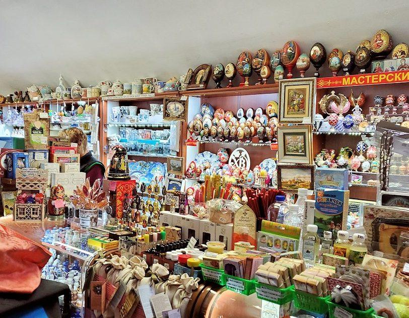 トロイツェ・セルギエフ大修道院にあるお土産物屋