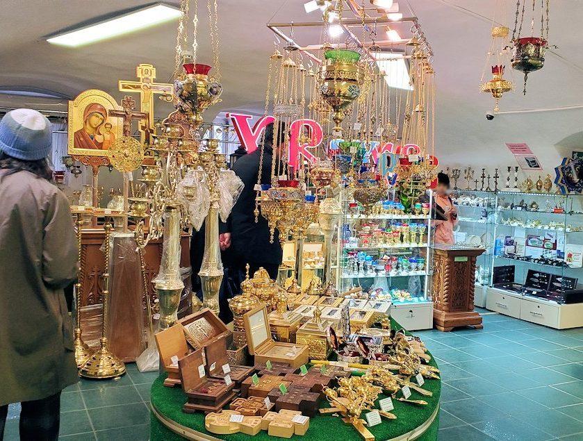 トロイツェ・セルギエフ大修道院にあるお土産物屋-2