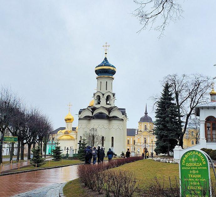 トロイツェ・セルギエフ大修道院にある建物