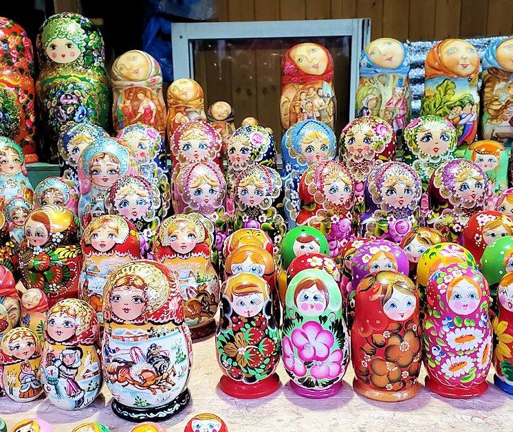 トロイツェ・セルギエフ大修道院近くにあるマトリョーシカ売り場-2