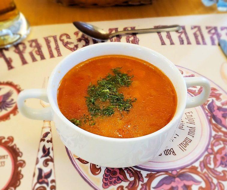 レストラン「トラペスナヤ・パラタ」で出てきたスープ