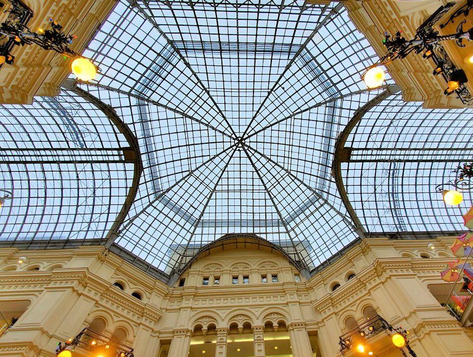 モスクワ市内にあるグム百貨店内の景色-2