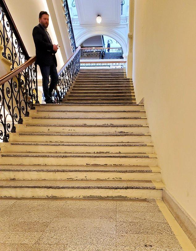 モスクワ市内にあるグム百貨店内の階段