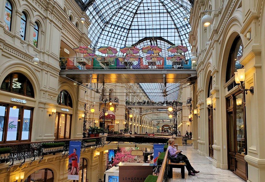 モスクワ市内にあるグム百貨店内の景色-4