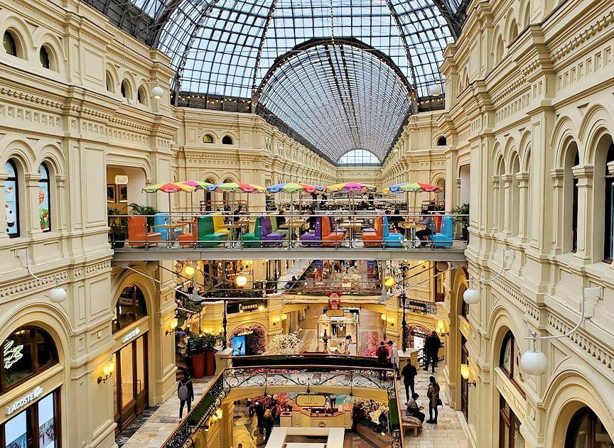 モスクワ市内にあるグム百貨店内を眺める-2
