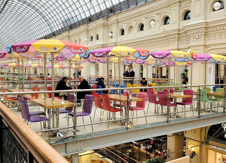 モスクワ市内にあるグム百貨店内の光景