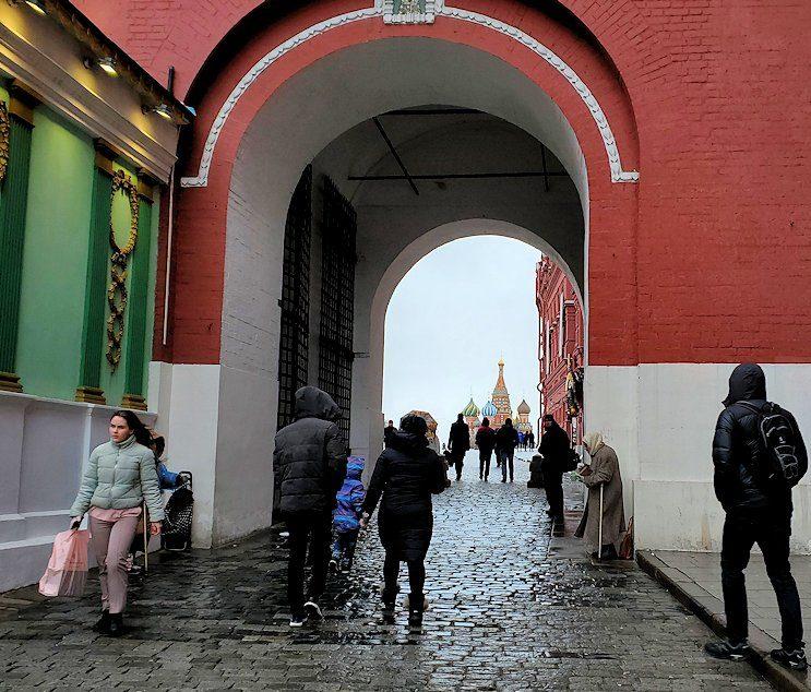 マネージュ広場に立つヴァスクレセンスキー門-2