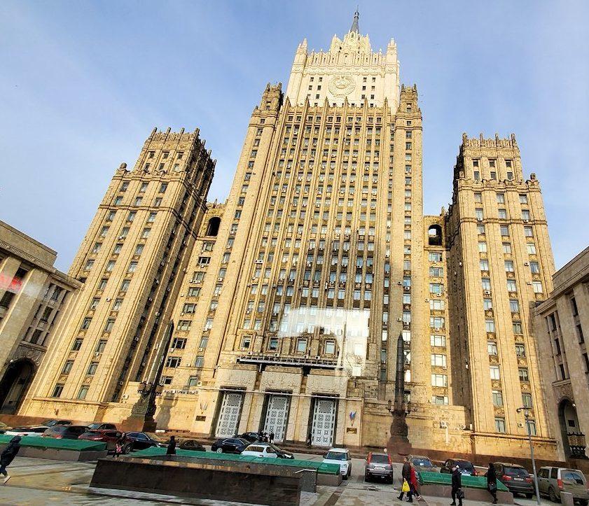 """モスクワ市内を走るバスから見えた""""スターリン・クラシック様式""""の建物-2"""