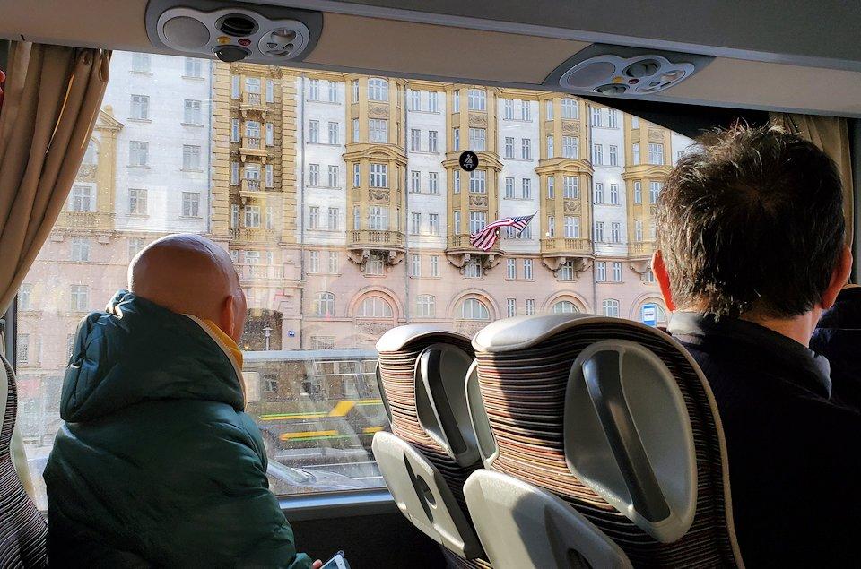 モスクワ市内を走るバスから見えたアメリカ大使館