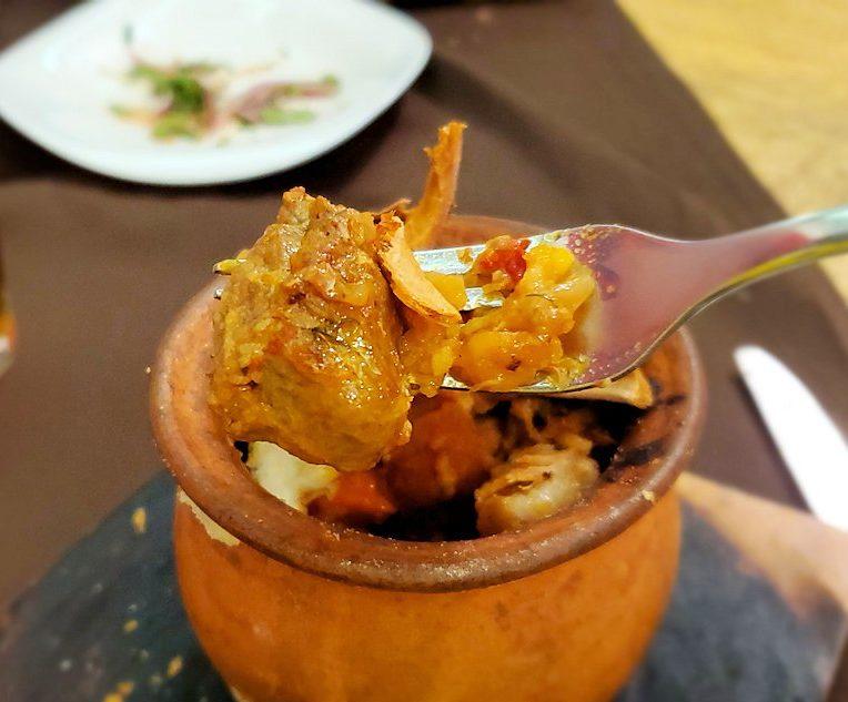 「ガルショーク(горшок)」と壺焼き料理を食べる-2