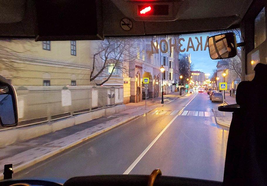 モスクワ市内を走るバスから見える、夕暮れの景色