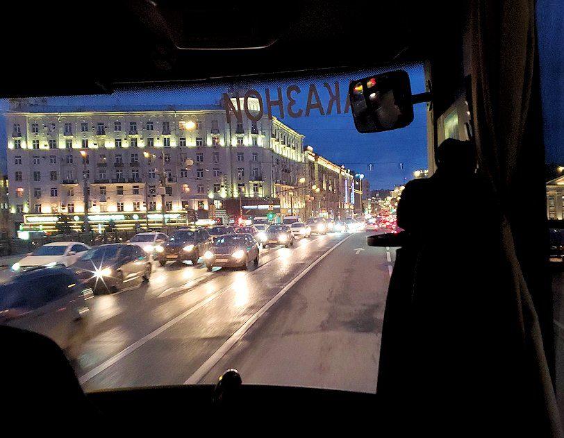 モスクワ市内を走るバスから見える、夕暮れの景色-3