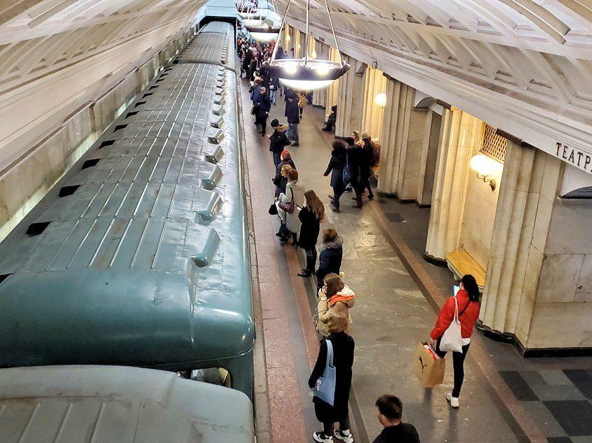 モスクワ市内を走る地下鉄のチェアトラーリナヤ駅構内の景色-2