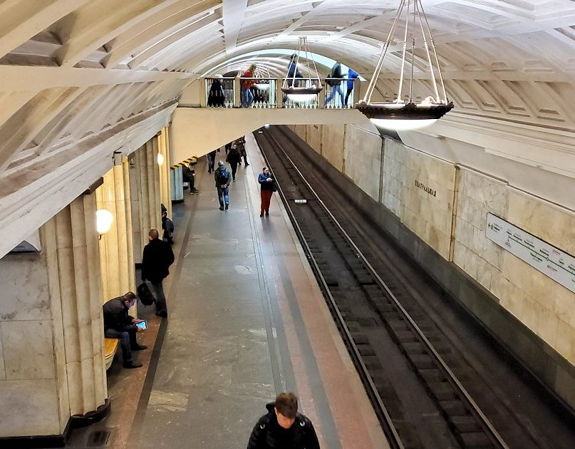 モスクワ市内を走る地下鉄のチェアトラーリナヤ駅構内の景色-3