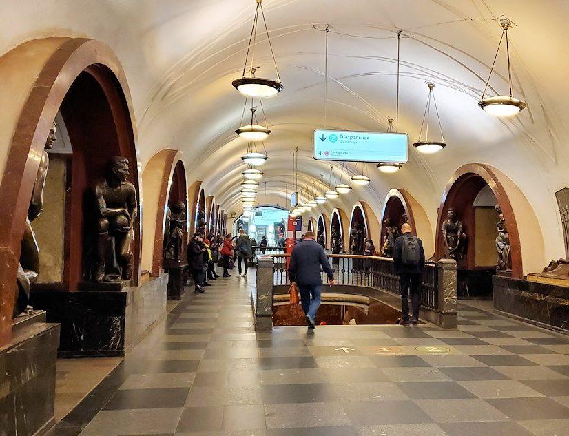 モスクワ地下鉄、プローシャチ・レヴォリューツィ駅構内の景色