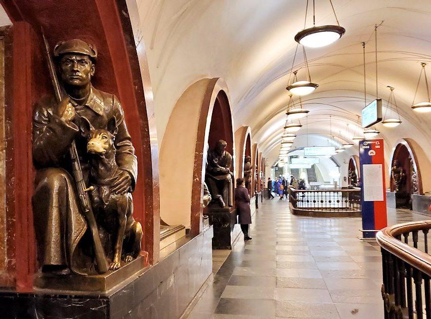 モスクワ地下鉄、プローシャチ・レヴォリューツィ駅構内の様子
