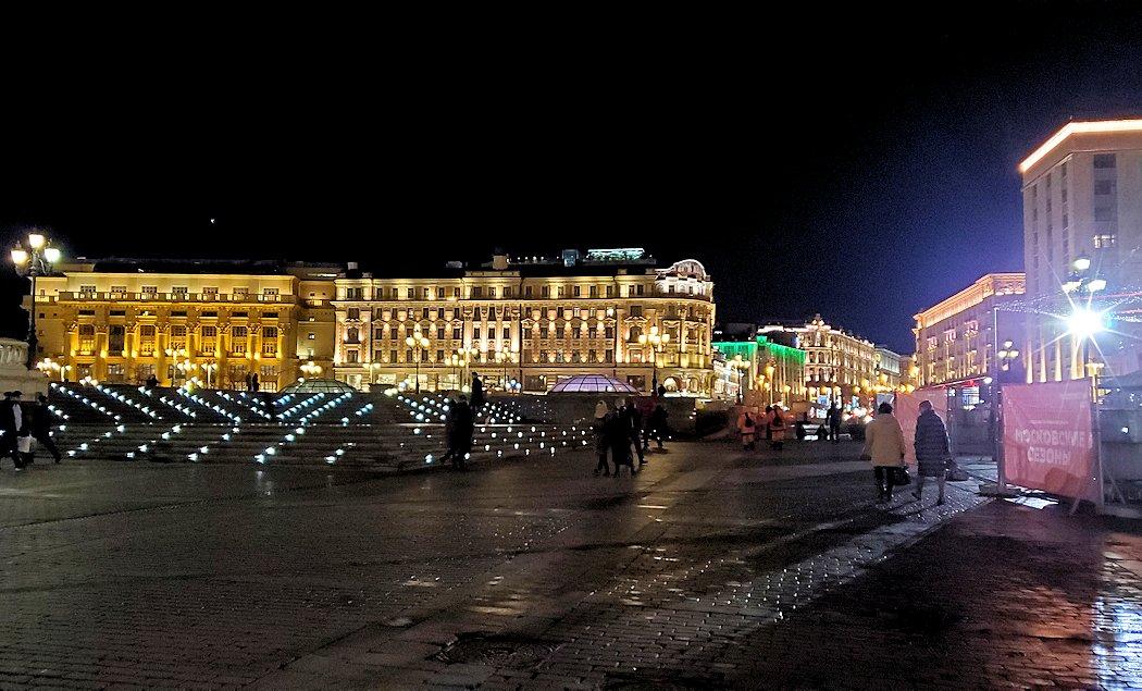 夜のマネージュ広場周辺の景色