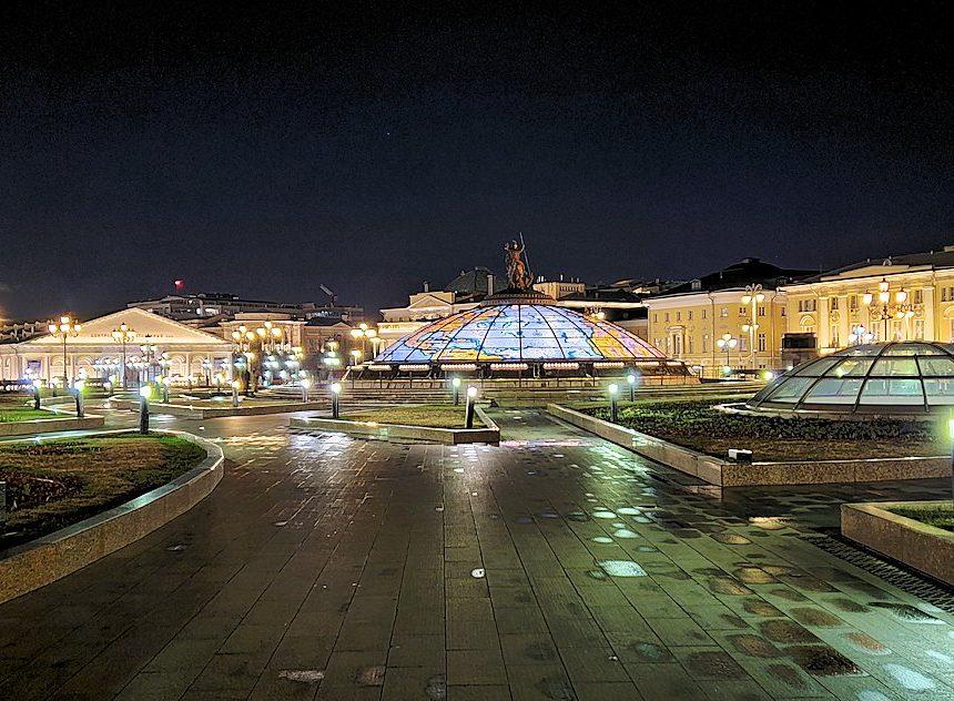夜のマネージュ広場周辺の景色-3
