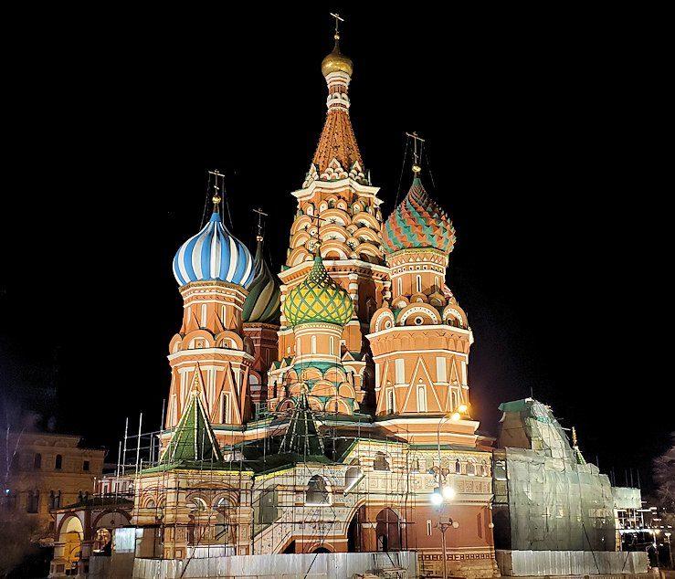 夜のライトアップされた、赤の広場周辺にある聖ワシリー寺院