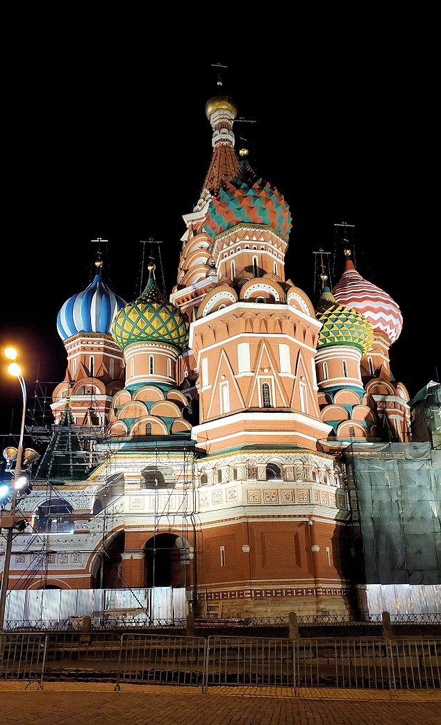 夜のライトアップされた、赤の広場周辺にある聖ワシリー寺院-2
