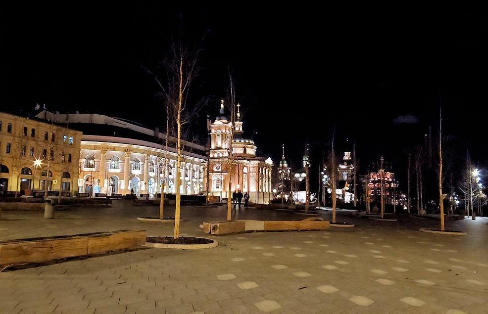 夜のライトアップされた、赤の広場周辺の景色