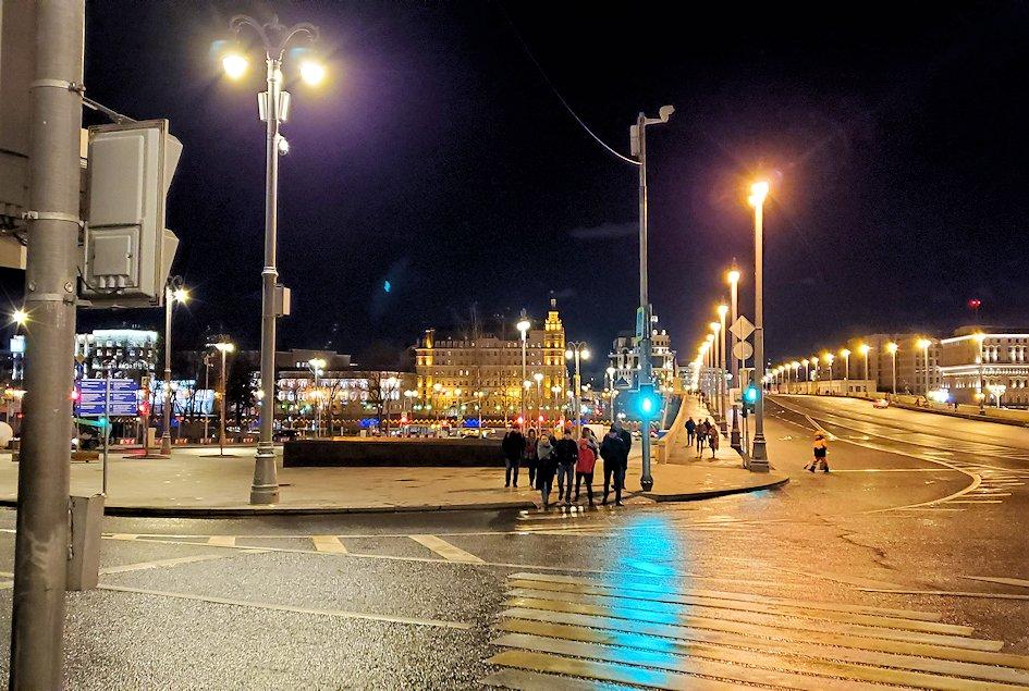 夜のライトアップされた、赤の広場周辺の景色-3