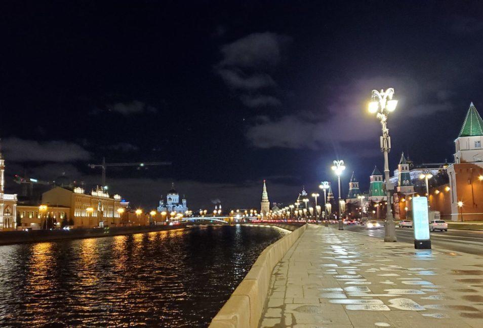 夜のモスクワ川沿いを歩く-2