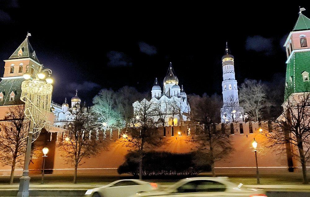 夜のモスクワ川沿いを歩いて、見えたクレムリンの景色-2