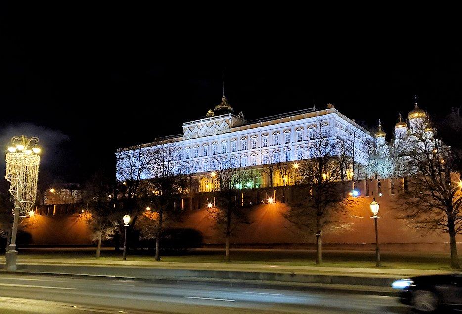 夜のモスクワ川沿いを歩いて、見えたクレムリンの景色3