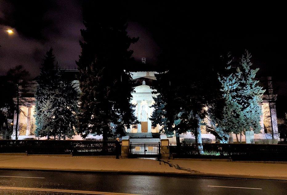 夜のモスクワ川沿いを歩いて、見えたプーシキン美術館