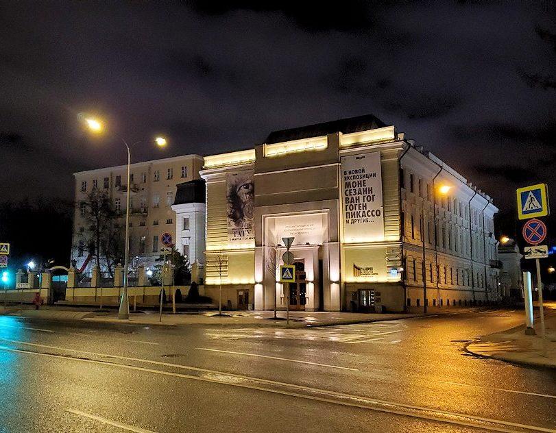 夜のモスクワ川沿いを歩いて、見えたプーシキン美術館-3