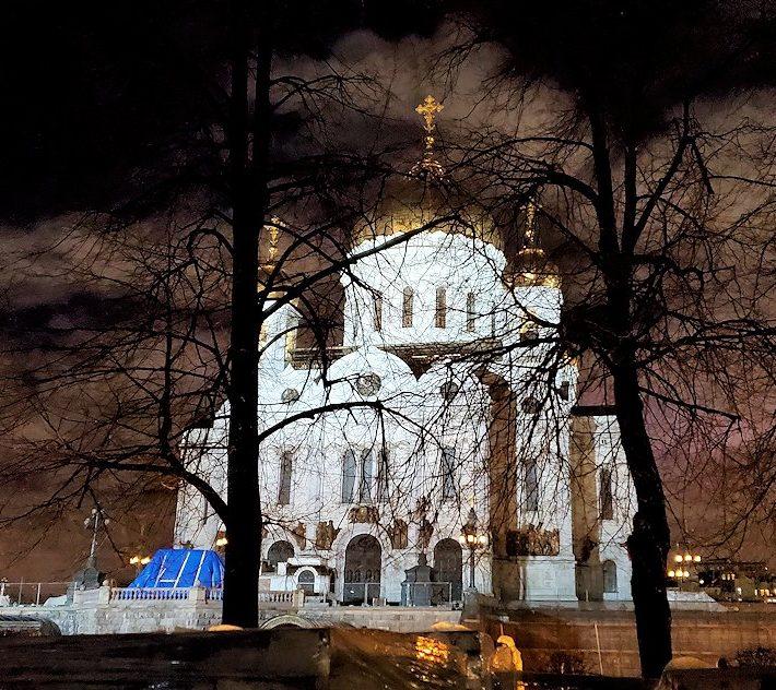 ライトアップされた「救世主キリスト(ハリストス)大聖堂」