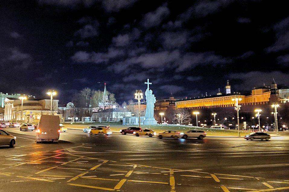 ライトアップされた、夜のモスクワ市内