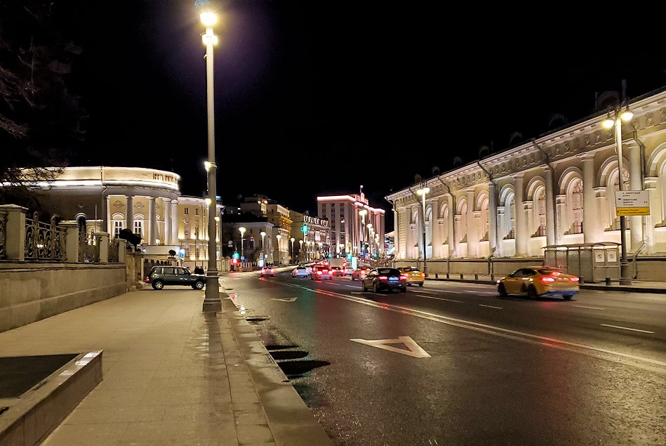 夜のモスクワ市内から見える、街の景色-2