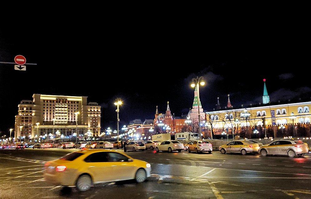 夜のモスクワ市内から見える、街の景色-3