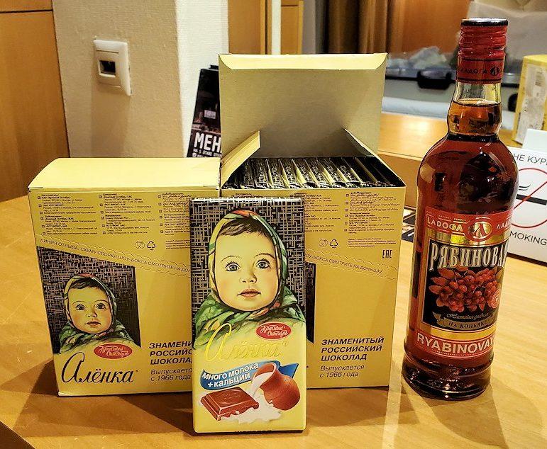 スーパーマーケットで購入したチョコレートのお土産