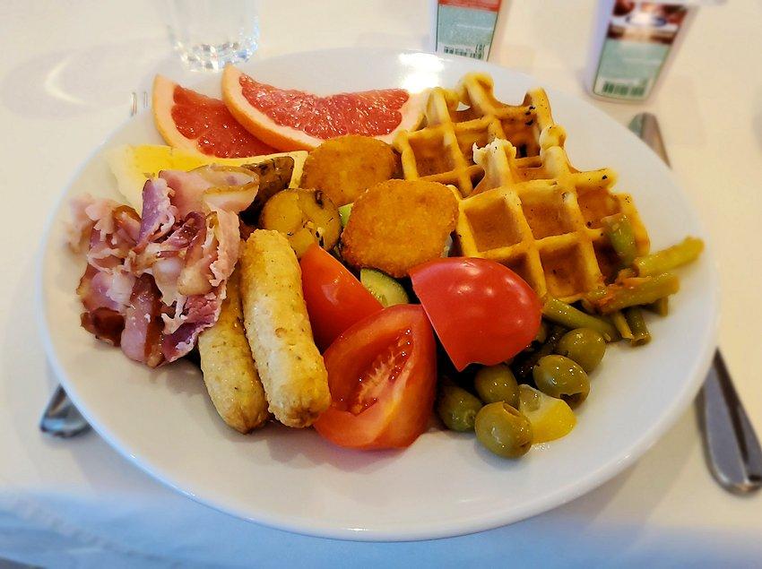 ミランホテルの朝食会場で食べた食事