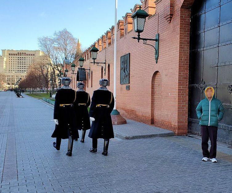 クレムリン周辺を歩く兵隊