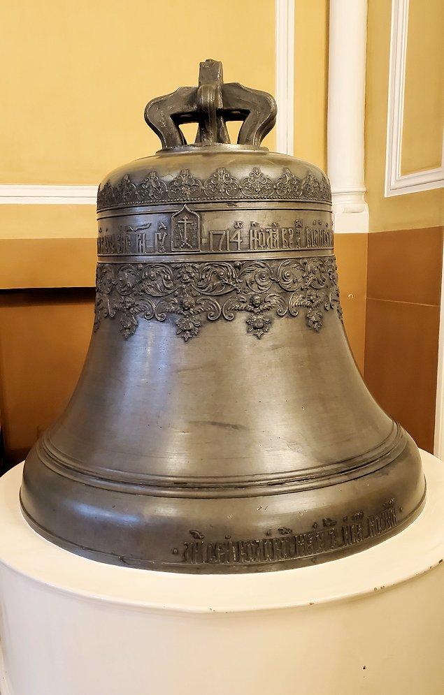 クレムリンの武器庫内の入口に飾られている鐘