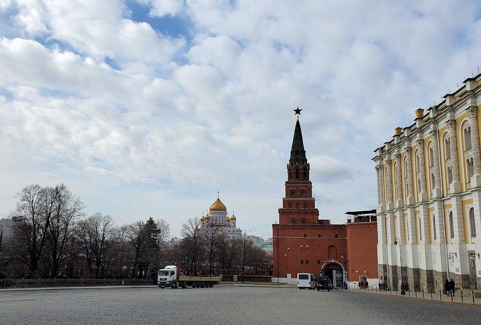 モスクワのクレムリン内から見えた救世主キリスト大聖堂