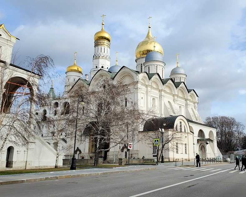 モスクワのクレムリン内にあるロシア正教のアルハンゲリスキー大聖堂